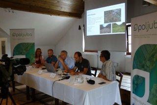 Z leve proti desni: Barbara Boh (RRA LUR), Gregor Lipovšek (KPLB), Janez Kastelic, direktor KPLB, Primož Glogovčan (ZRSVN) in Tomaž Jančar (DOPPS)