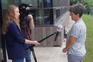 Novinarska konferenca – doselitev barjanskega okarčka – intervju z dr. Tatjano Čelik..